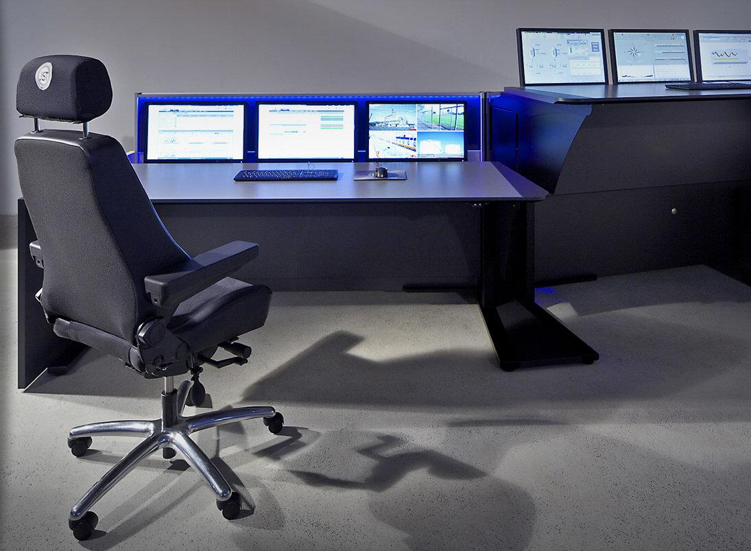 Ergonomisches Stratos X11-Kontrollraum-Möbelsystem mit höhenverstellbaren Tischen