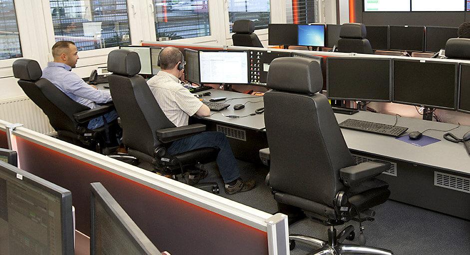 Der Recaro24-Operatorstuhl im Einsatz in einem NOC - Network-Operation-Center