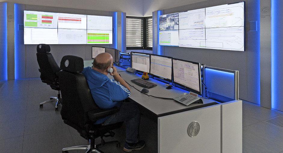 Proaktive 24/7 Monitorwand im Leitstand der Siemens AG