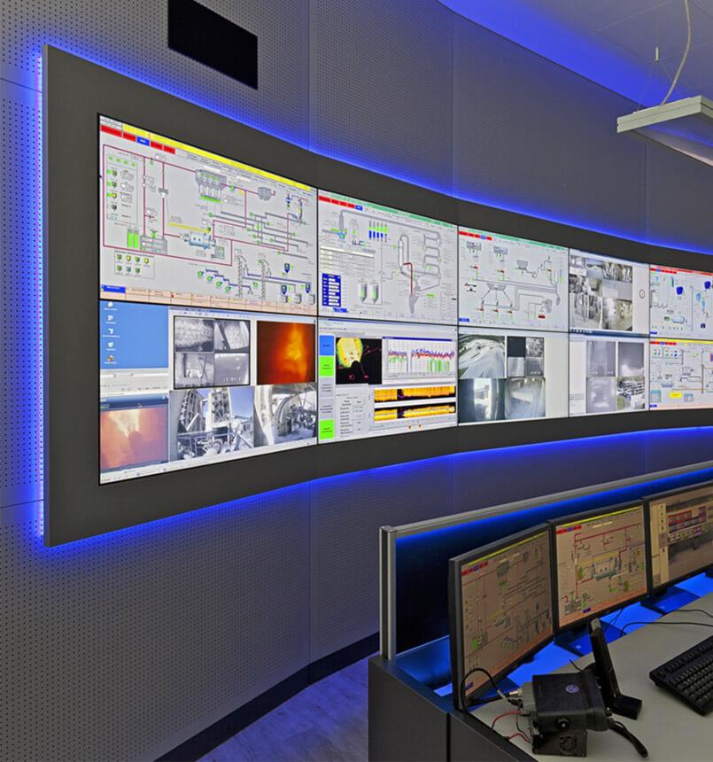 Monitorwand mit steglosen 24/7 LC-Displays und Alarm-Funktion