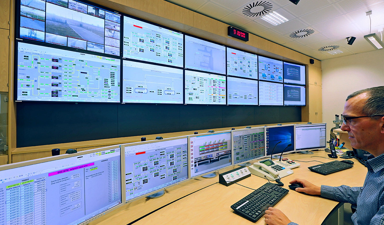 JST Gassco Emden: Großbildwand und Operator-Arbeitsplätze