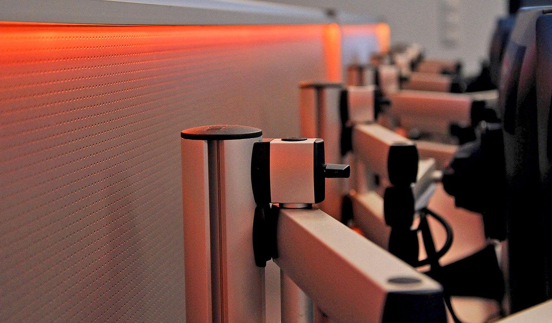 JST-Messe Berlin: 3D-Monitorgelenkarme erlauben eine optimale Positionierung der Arbeitsplatzdisplays