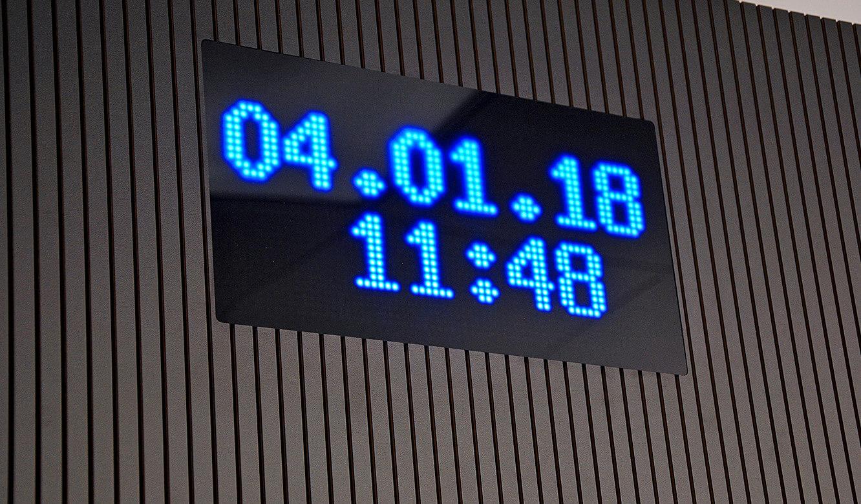 JST-Messe Berlin: Akustikpaneele und eine LED-Anzeige optimieren die Großbildwand