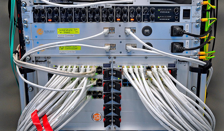 JST-Messe Berlin: oben Mischverstärker, darunter myGui-Controller und MultiCenter