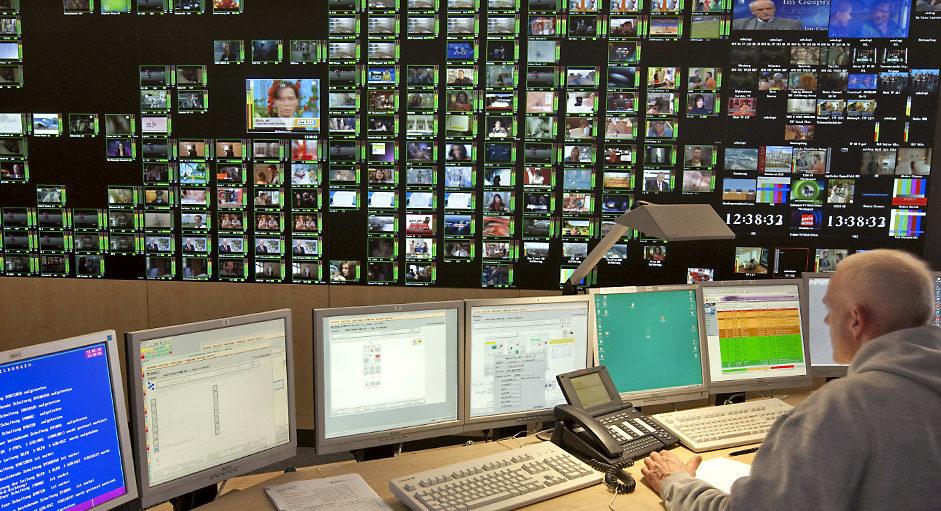 Cube-Großbildsystem im Betrieb im Broadcast-Operation-Center