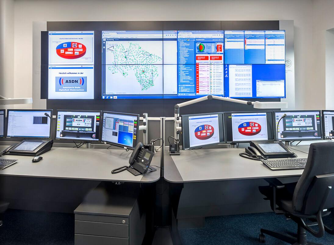 JST-Komponente Monitorwand: Großbildwand im Leitstand Autorisierte Stelle Digitalfunk Niedersachsen