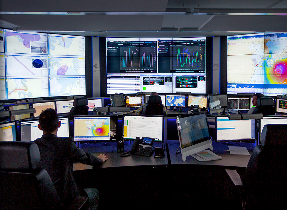 JST-Komponente Monitorwand: Großbildwand im Fleet Operations Center von Carnival Maritime