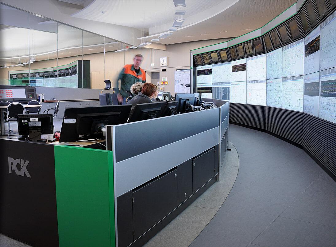 JST-Komponente Monitorwand: Großbildwand in der Prozessleitwarte PCK Raffinerie Schwedt