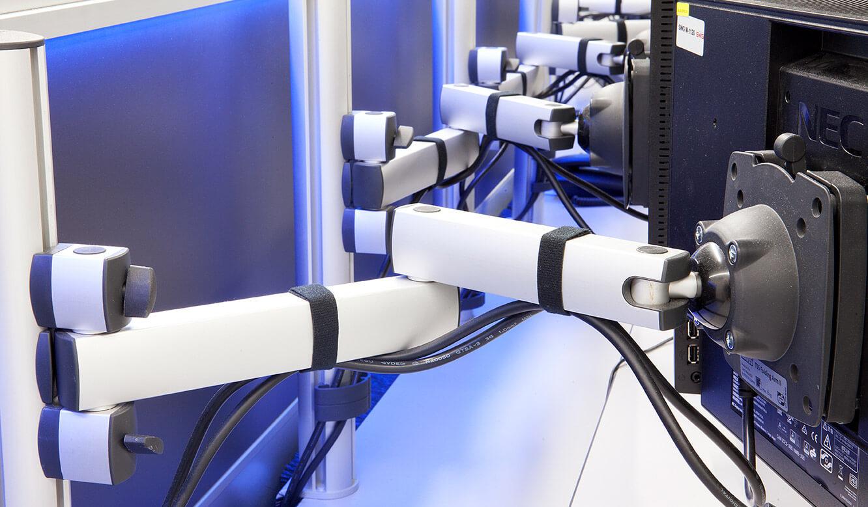 JST-Stadtwerke Gießen: 3D Monitor-Gelenkarme ermöglichen optimale Einstellungen
