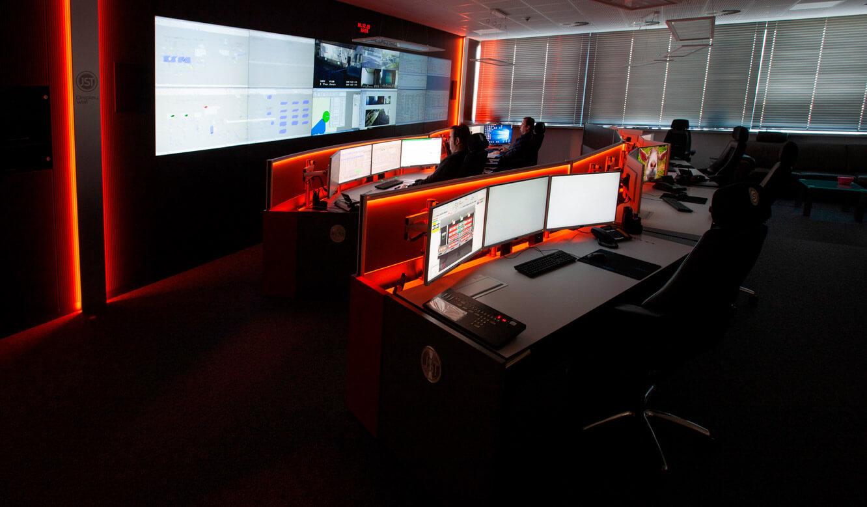 JST - ovag Netz GmbH - Netzleitstelle: Videowall und Operator-Pulte mit Alarmlight