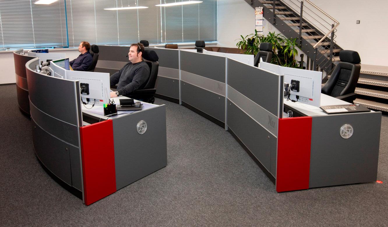 JST - ovag Netz GmbH - Netzleitstelle: ergonomische Möbel für Leitwarten-Mitarbeiter