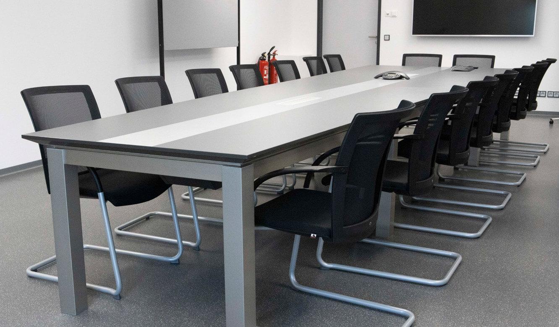 JST - ovag Netz GmbH - Netzleitstelle: Einrichtung Krisenraum mit Konferenztisch-Anlage