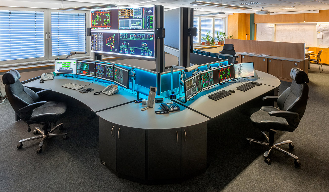 JST-Netze-Magdeburg: Control centre with two operator desks