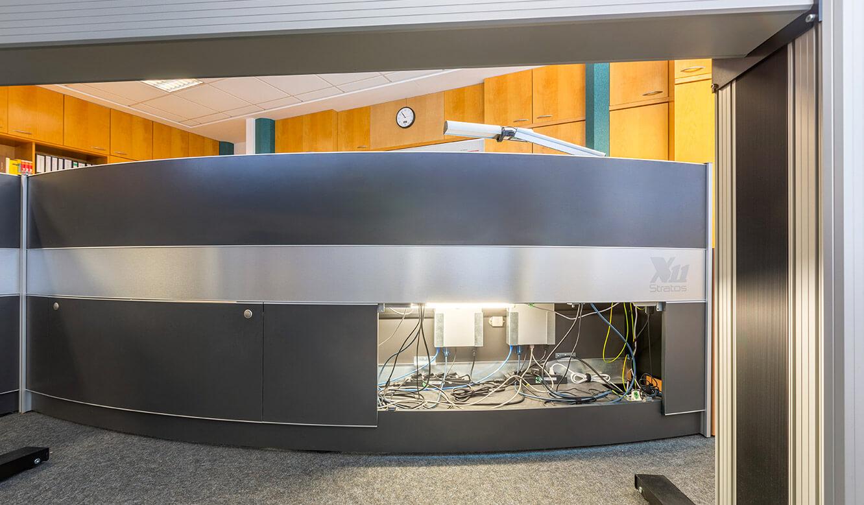 JST Netze Magdeburg: Blick in den geöffneten Versorgungsraum im Stratos Operator Tisch