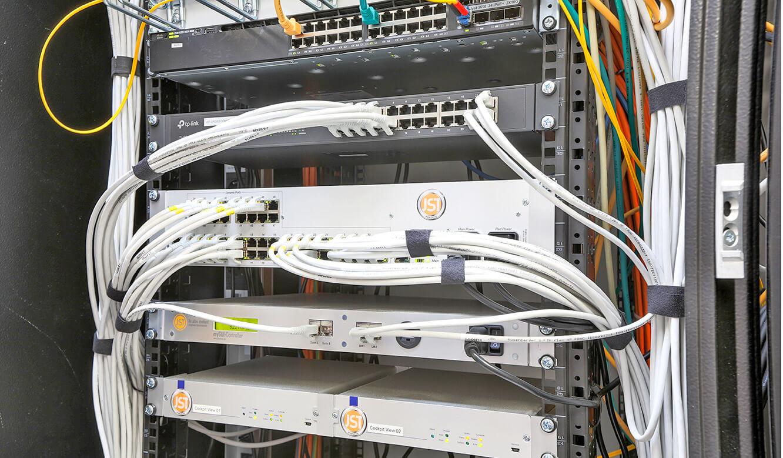 JST Stadtwerke Wolfenbüttel: technische Installation mit MultiCenter-48, myGUI-Controller und Komponenten für Software CockpitView