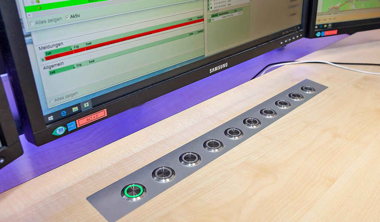 JST - Göttinger Verkehrsbetriebe: CommandPad integriert im Leitstellentisch