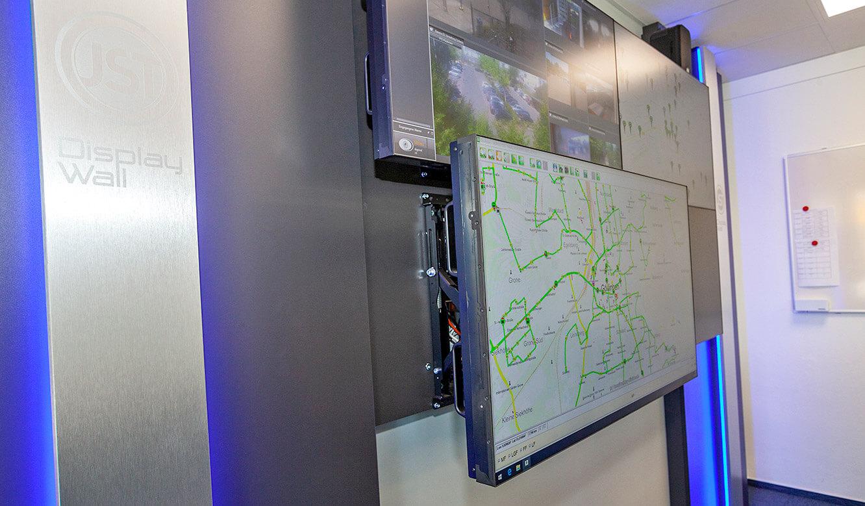 JST - Göttinger Verkehrsbetriebe: Front Access ermöglicht problemlose Wartung der Monitore während des Betriebes