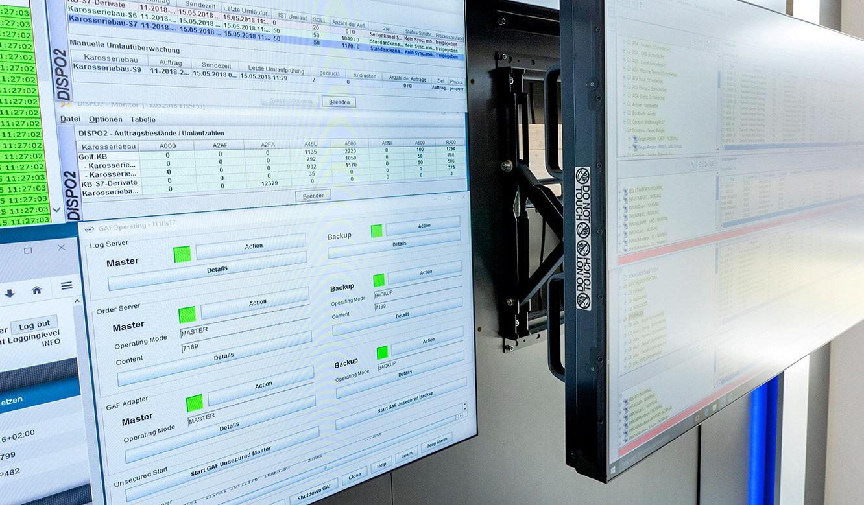 JST Volkswagen FIS-Leitstand: revisionsfreundliche Displays mit Quick-Out-Montagesystem