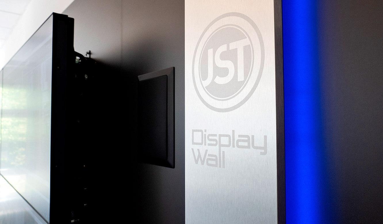 JST Volkswagen FIS-Leitstand: DisplayWall mit AlarmLight