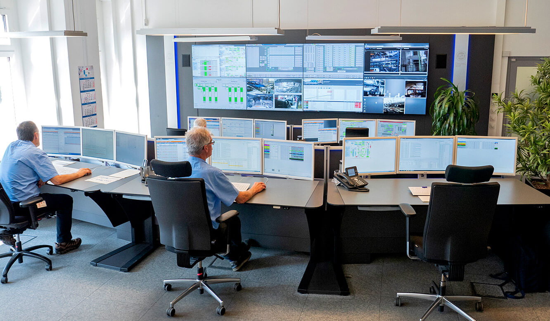 JST Volkswagen FIS-Leitstand: Operator-Arbeitsplätze in konvexer Anordnung