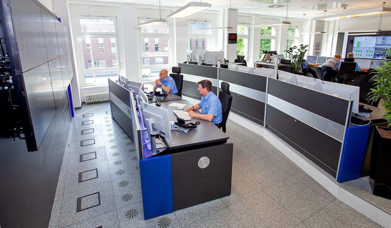 JST Volkswagen FIS-Leitstand: Podestbauweise bietet perfekte Sicht auf die Monitorwand