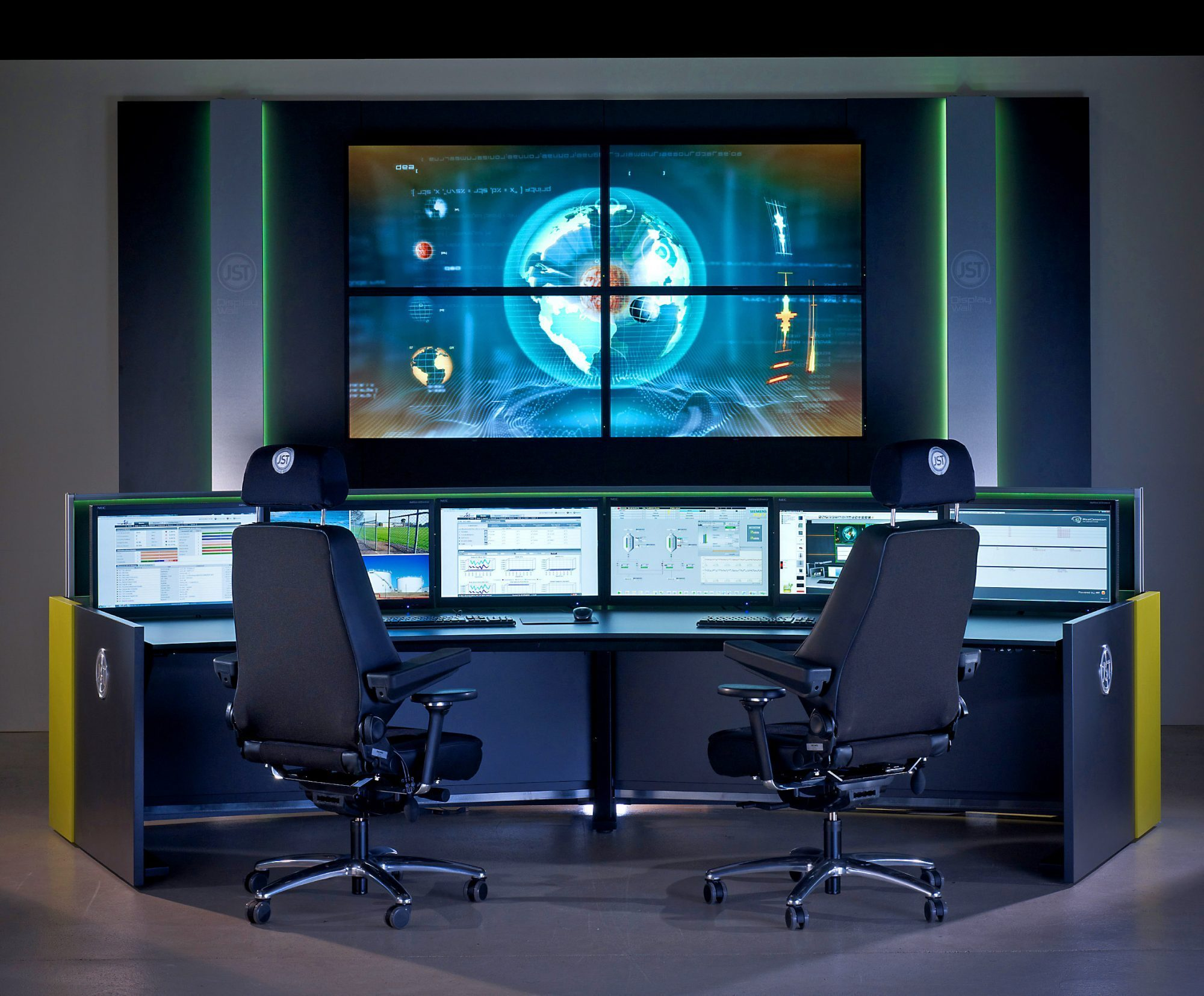 Control center furniture – Stratos X11 for 24/7 service from JST Jungmann