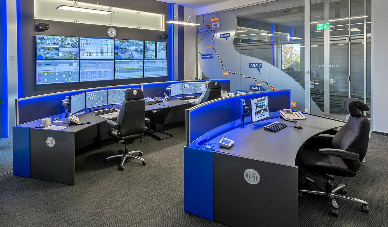 JST-MVL Schwedt: moderne Leitwarte mit ergonomischen Leitstellenmöbeln