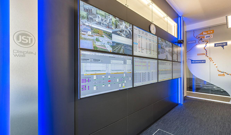 JST MVL Schwedt: Videowall mit 24/7-Displays in der neuen Leitstelle