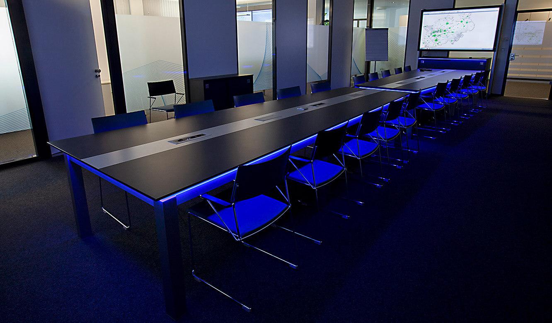JST-IT.NRW: indirekte Beleuchtung durch Alarm-Light im Besprechungsraum