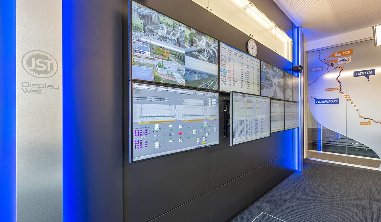 JST MVL Schwedt: Videowall mit Quick-out-Montagesystem für die Monitore