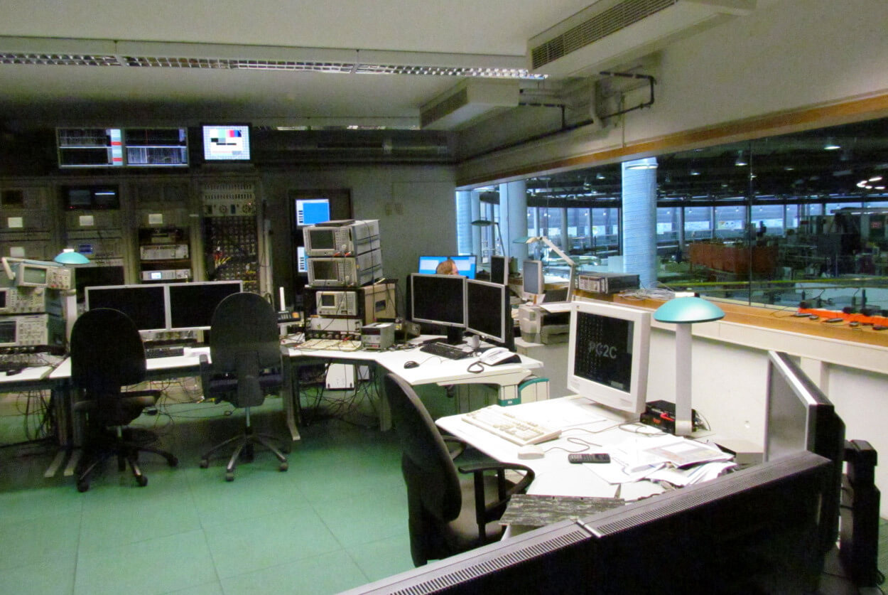 JST Helmholtz Zentrum Berlin: Control room before modernisation