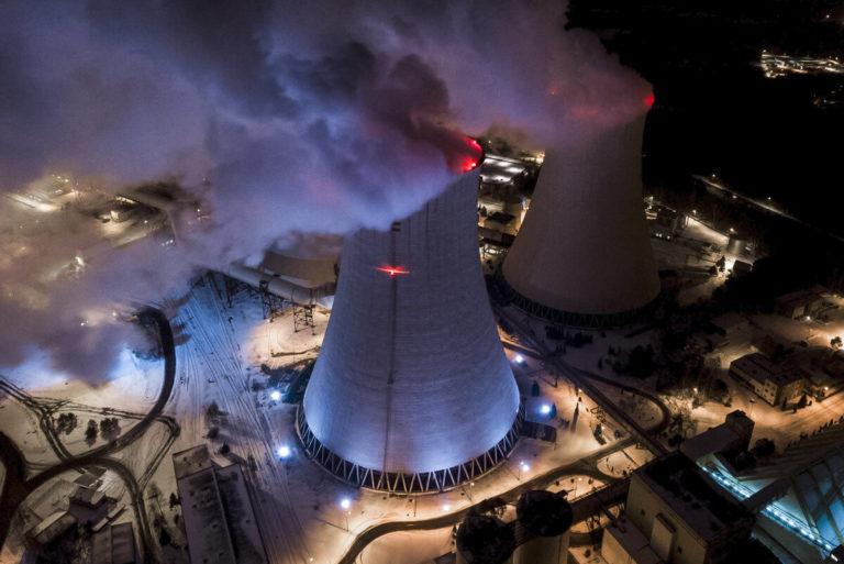 Kraftwerk in der Nacht