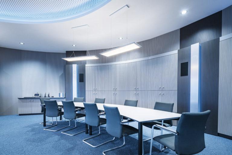 JST Magazin: Trilux Beleuchtung für den Konferenzraum