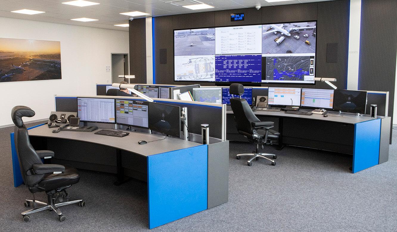 JST Referenz Leitwarte EFM Flughafen München: Leitstand-Mobiliar im Corporate Design