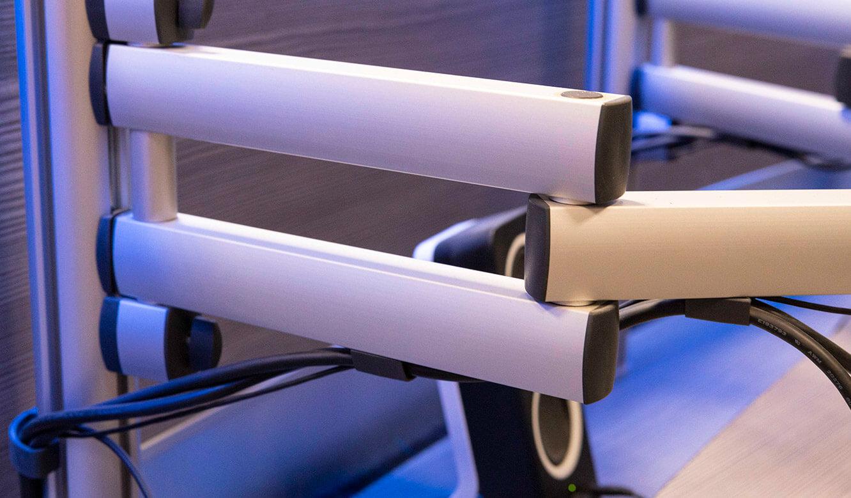 JST VA Erzberg: Gelenkarme für Monitore am Leitstandtisch