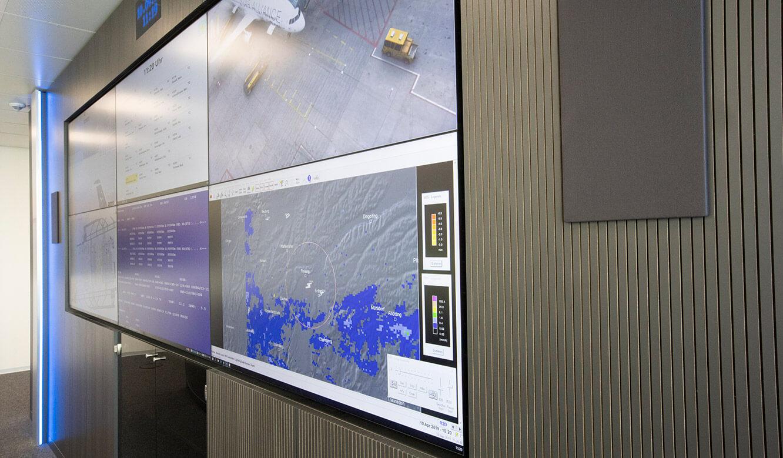 JST Referenz Leitwarte EFM Flughafen München: 24/7-Displays integriert in Display-Suit
