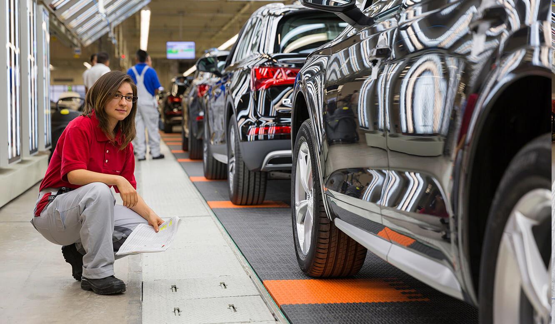 JST Audi Mexico: Endkontrolle nach Produktions-Überwachung durch Leitstand