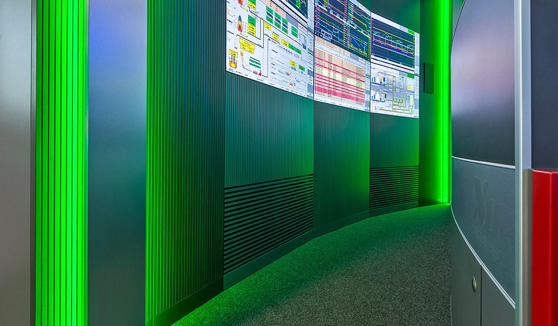 JST INGAVER: Monitorwand mit Displaysuit in schallabsorbierender Ausführung