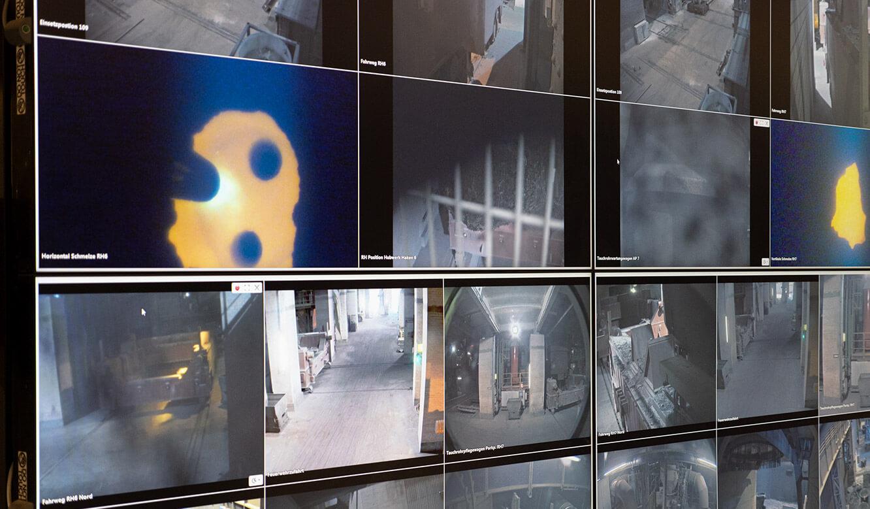 JST Salzgitter Flachstahl: Großbilddisplays mit Kameraansichten und Prozessansichten
