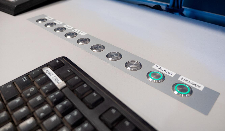 JST Salzgitter Flachstahl: Buttons zur Aktvierung vordefinierter Szenarien im Tisch in der Leitwarte