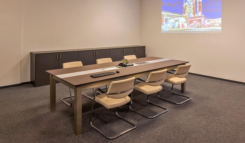 JST INGAVER: Meetingraum mit Allmedia-Besprechungstisch