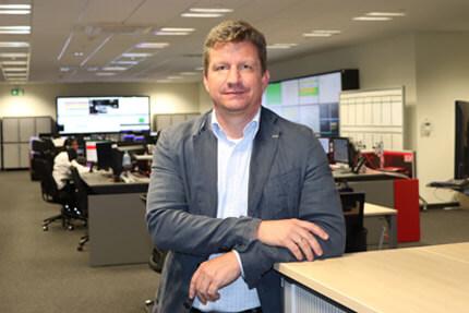 JST Audi Mexico: Projektleiter Jochen Fichtner im Produktionsleitstand