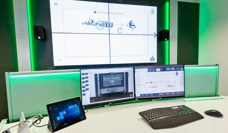 JST Probat-Werke Leitwarte Produktion-Showroom: Großbildleinwand und Operatorplätze