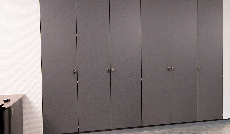 JST INEOS Oxide: moderne Leitstandtechnik und ergonomische Möbel. Individuelle Schranklösungen. Maßanfertigung