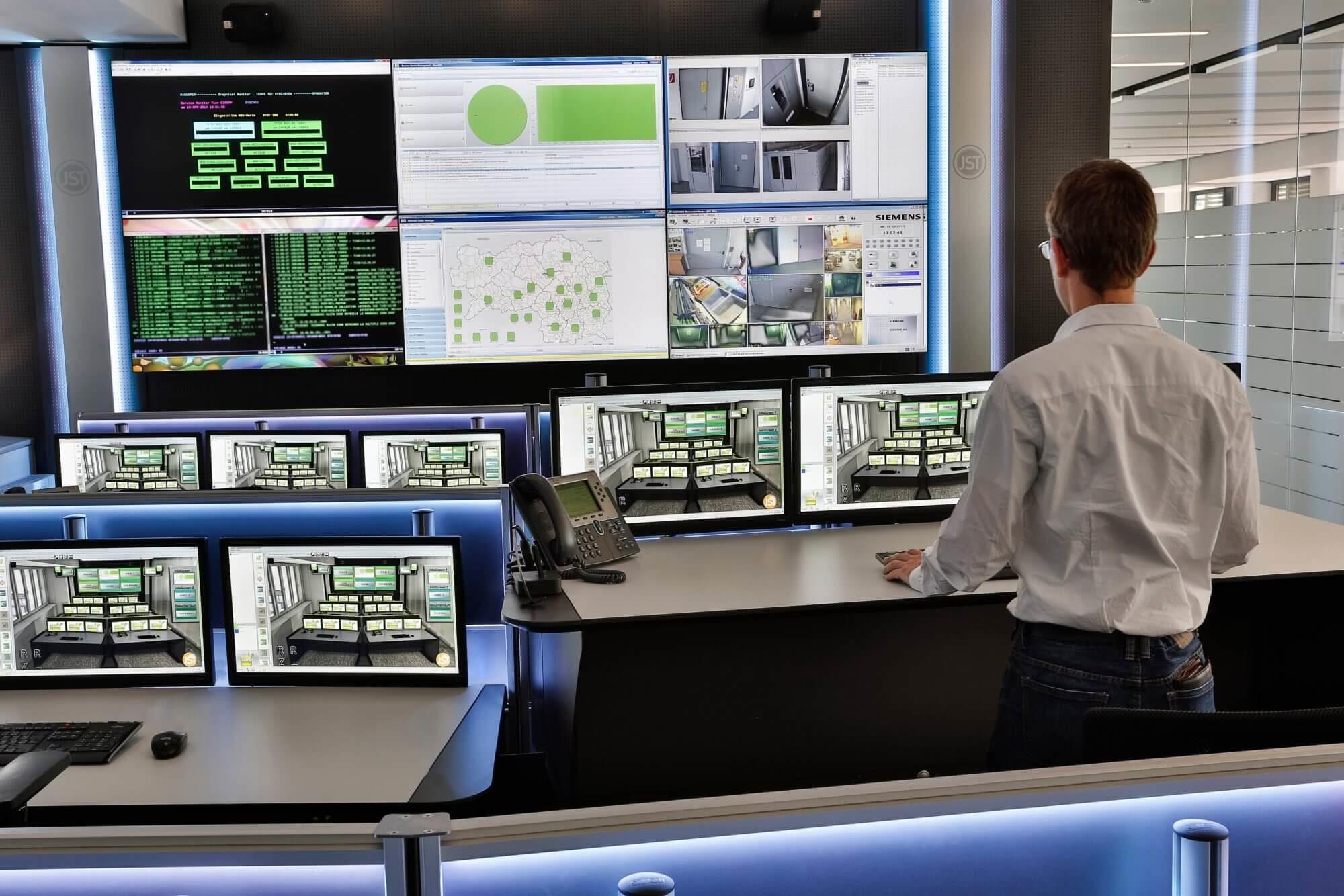 IT-Leitstand für Rechenzentrum von JST Jungmann