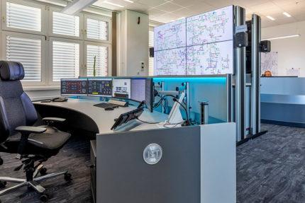 JST Leitwarte Energieversorger Städtische Werke Magdeburg: Großbildtechnik und Arbeitsplatz