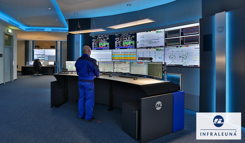 JST Monitorwand Großbildwand in der Prozessleitwarte Infraleuna