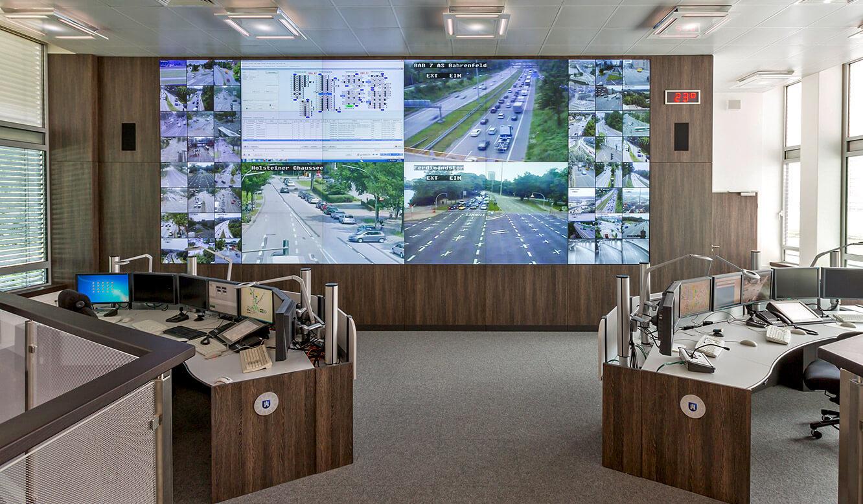 JST Monitorwand Großbildwand im Leitstand Polizei Hamburg