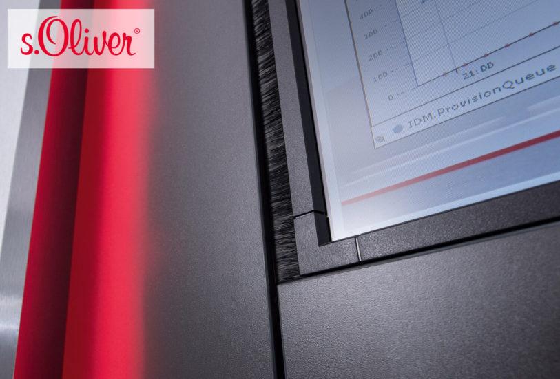 JST DisplayWall mit sechs 46-Zoll-Displays. Spezielle Bürstendichtung zwischen Großbildschirm-Verkleidung