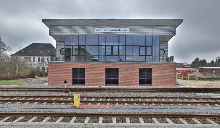 JST Referenz EVB Betriebszentrale: Außenansicht der neuen Leitstelle